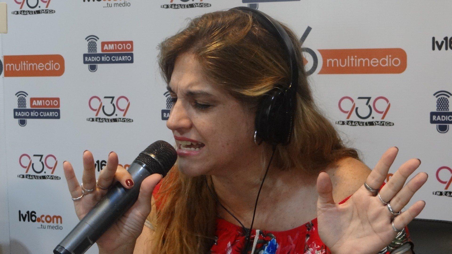 Natalia Labeguerié, cantante de La Clave, se presentó en Radio Río ...